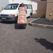 Cargando cajas de Zapatillas Solidarias